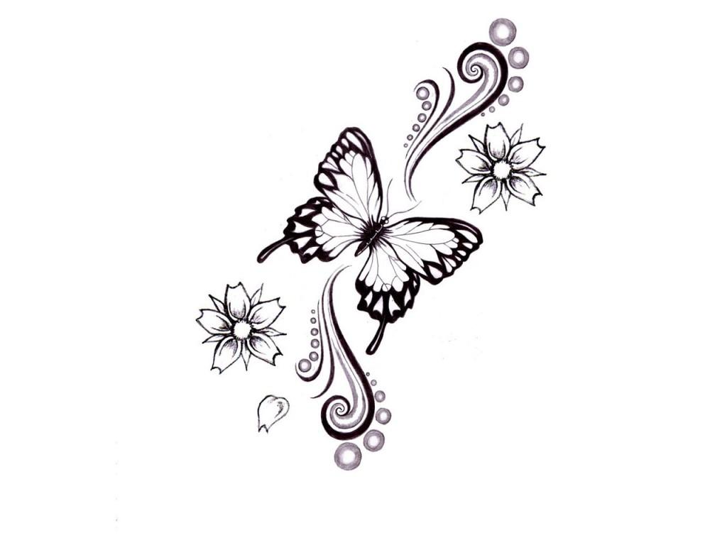 tatouage dos femme papillon